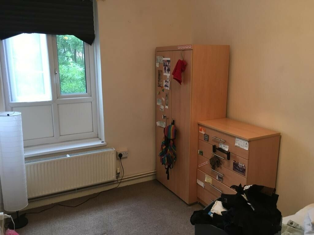 Double bedroom available in Clapton in 3 bedroom apartment.