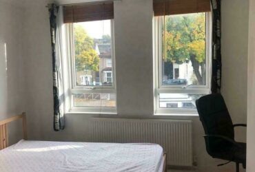 A WARM LARGE DOUBLE ROOM In LEWISHAM Center