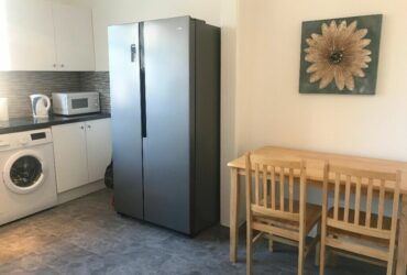 lovely single room 5mins walk to tube station in clean house