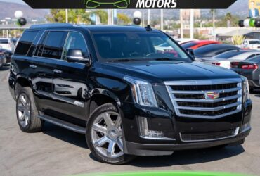 2018 CADILLAC ESCALADE LUXURY 6.2L 4WD W/ MOONROOF/ NAV/ BACK UP CAMERA/ 3RD ROW