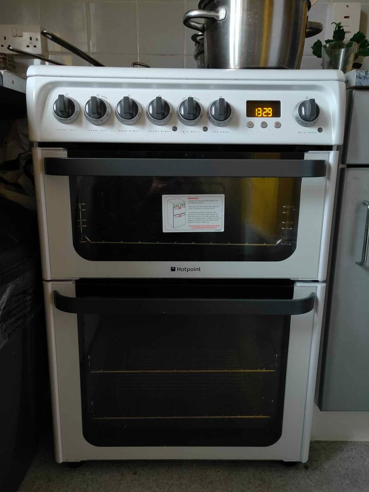 Hotpoint ceramic hob and oven for sale